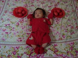 Christa baju merah di ranjang