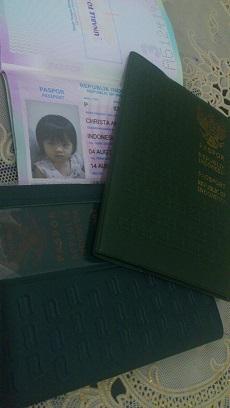 paspor ayah, paspor bunda, dan paspor christa