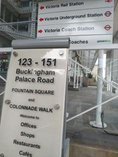 4 victoria underground station
